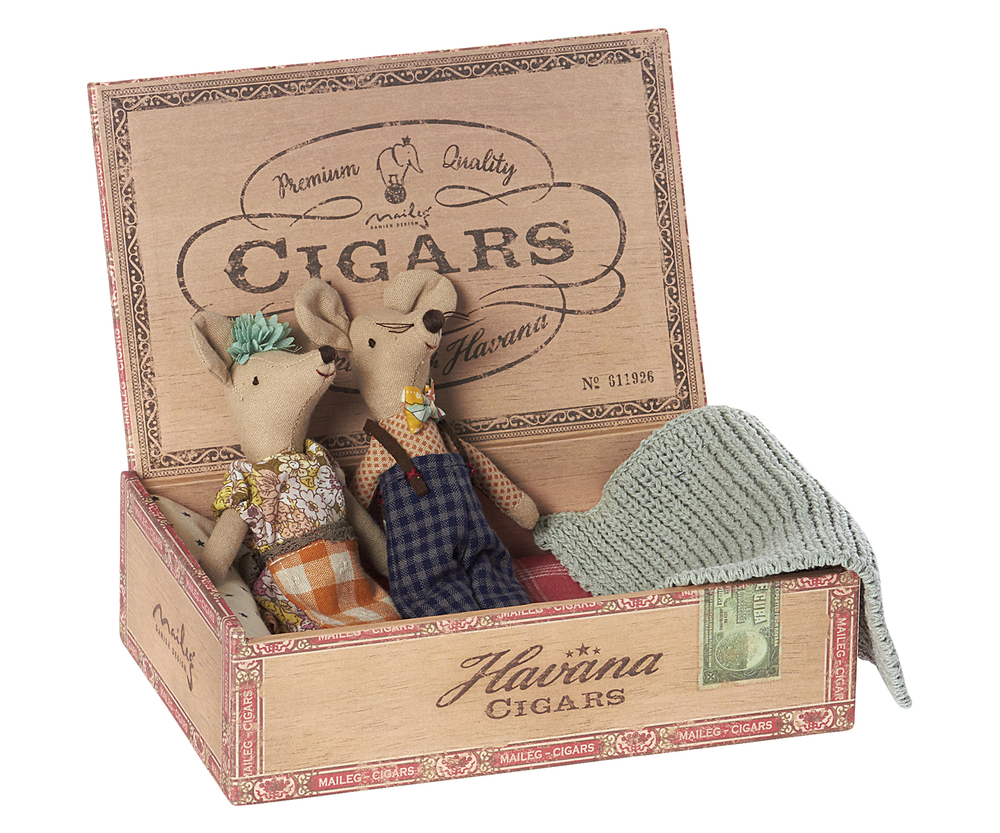 maileg mom and dad mice in a cigar box little goose toys. Black Bedroom Furniture Sets. Home Design Ideas
